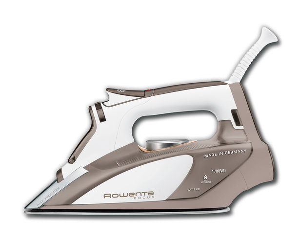 Ro_steam_iron_focus_dw5080_facing_a_large