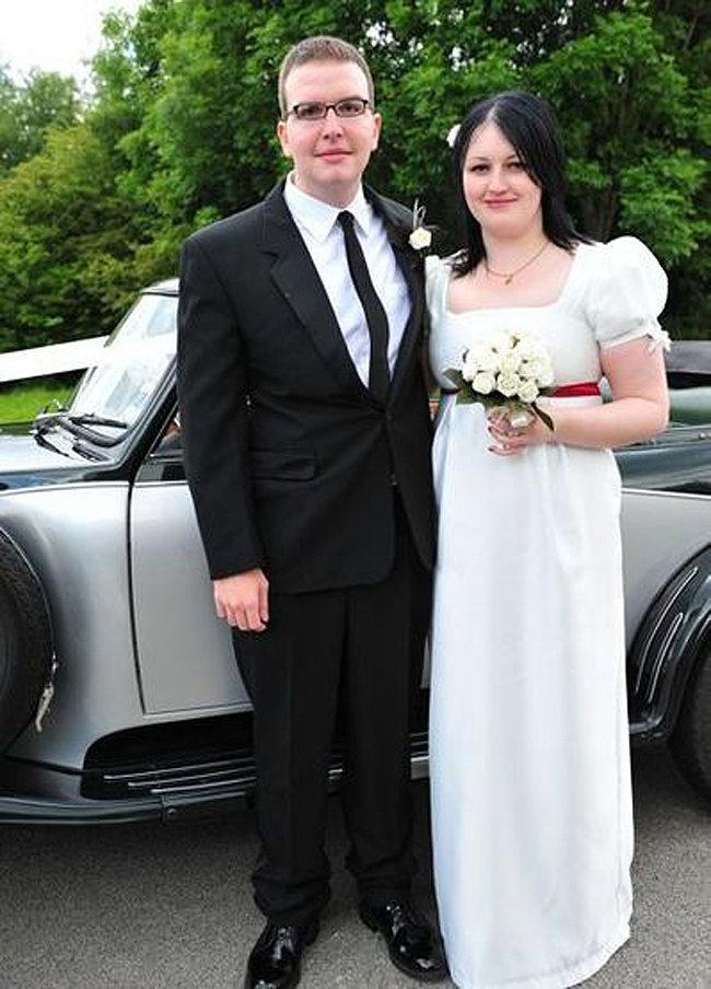 Danielle_wedding_dress_fullscreen