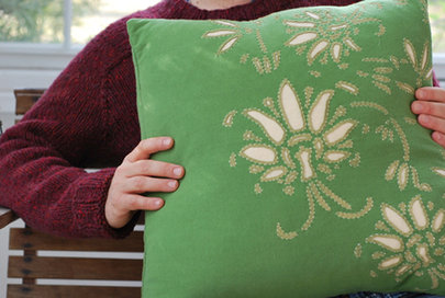 Amisha_-_alabama_pillow_small_hor
