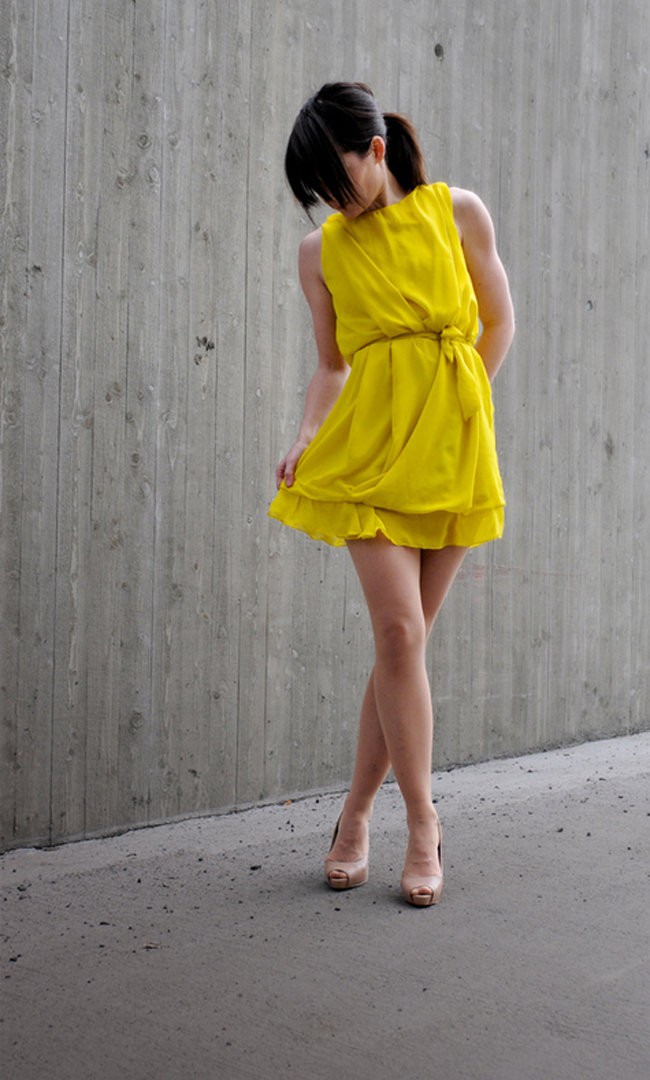 Crazy_yellow_award_dress_fullscreen