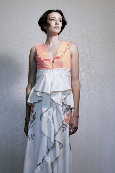 Table_cloth_bustle_dress_lanni_lantto_small_ver