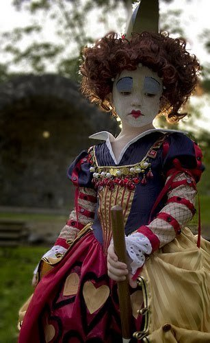 Queen_of_hearts_and_alice_in_wonderland_costume_set_-_grossgrain_fullscreen