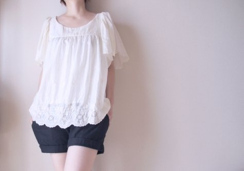 Scallop_hem_blouse_fullscreen