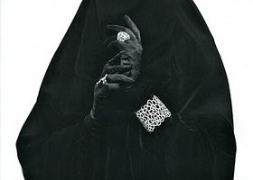 Flip-style_niqab_and_overhead_abaya_with_bling_show