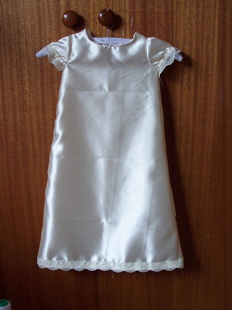 Penny_s_christening_gown_001_large