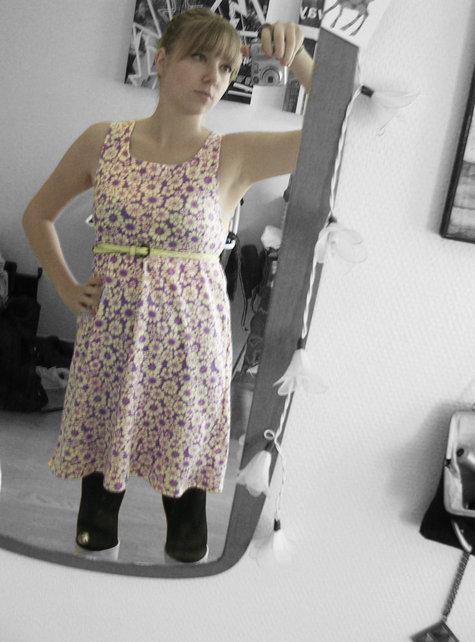 Lilla_kjole_m_blomster_large