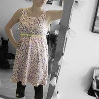 Lilla_kjole_m_blomster_listing