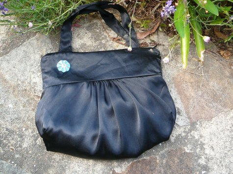 Blackhandbag1_large