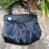 Blackhandbag1_listing