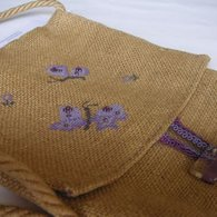 Sac_beesace_toile_de_jute_broderie_papillon__listing