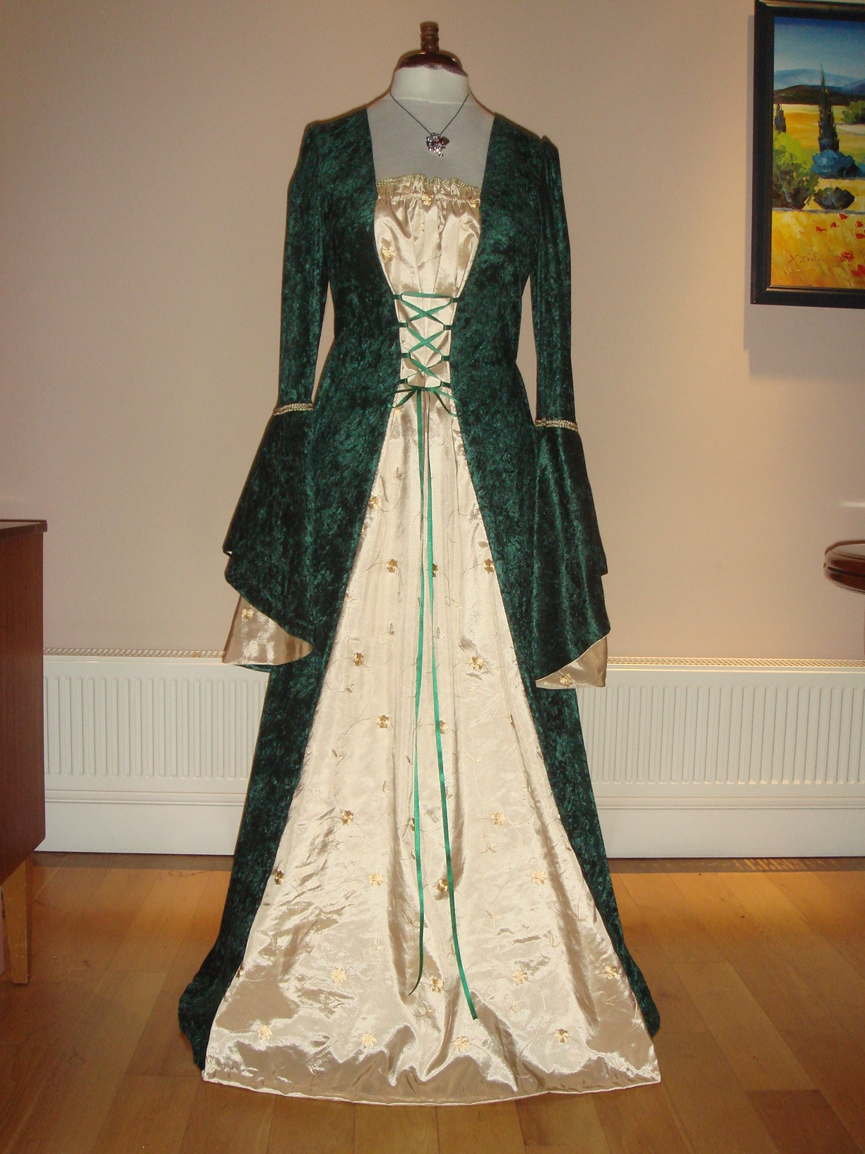 Medieval Renaissance Tudor Dress Gown Sewing Projects