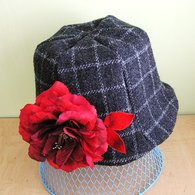 Grey_hat_with_red_and_black_rose_and_japanese_leaves_01_listing