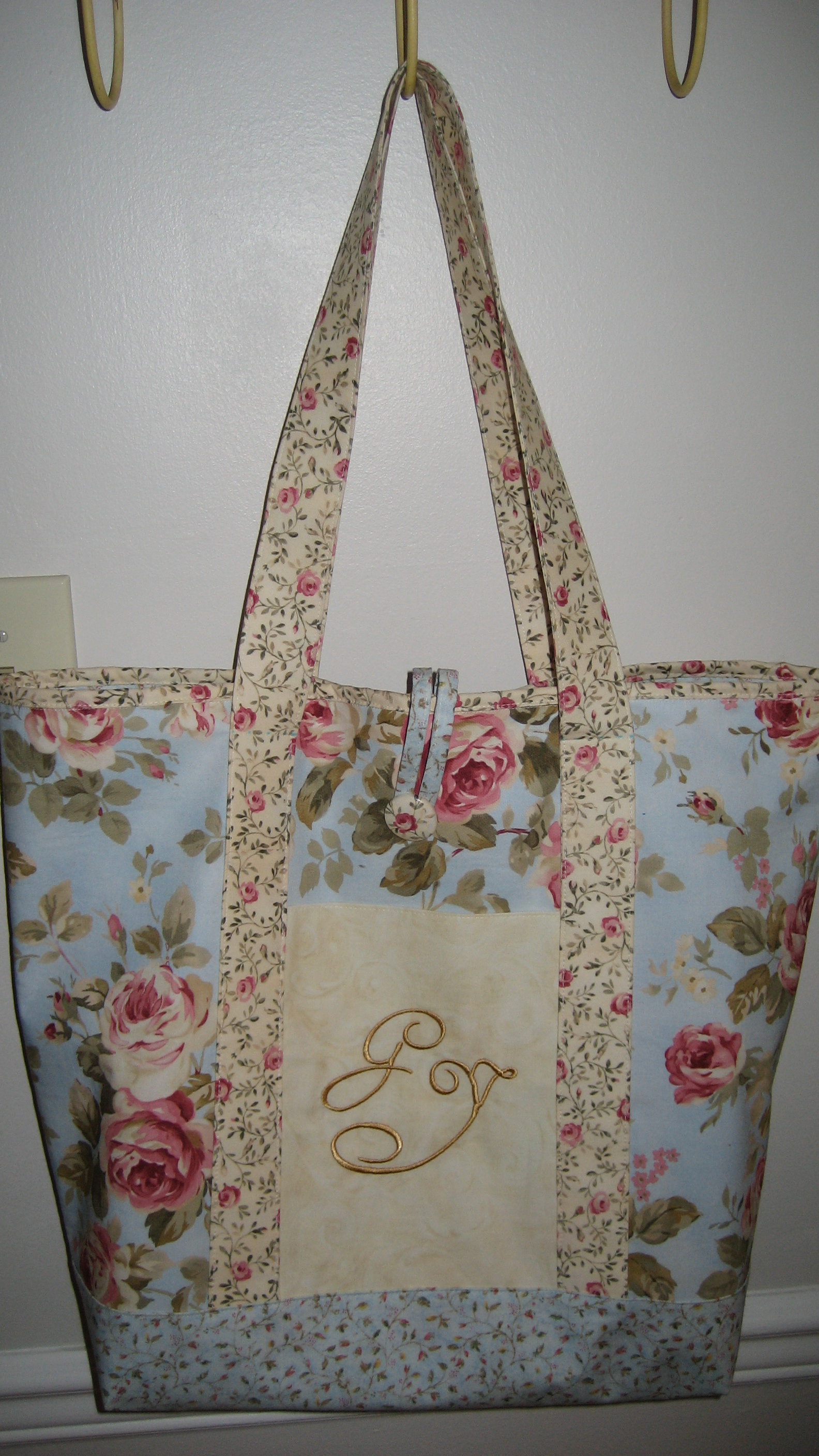 Shabby Chic Monogrammed Tote Sewing Projects