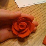 Red_felt_rose_listing