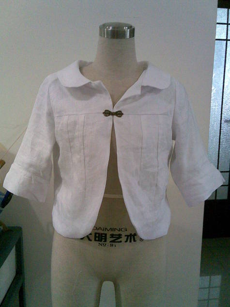 Simple_lined_white_jacket_large