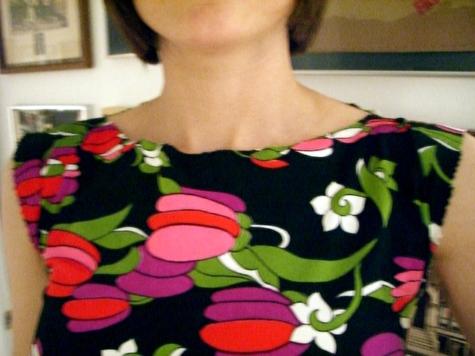 Flower_tunic_neckline_large