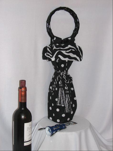 Wine_tote_blk_wht_zebra_wine_tote_large