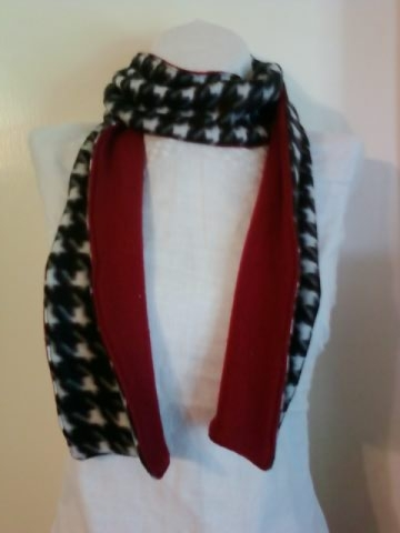 Scarf_houndstooth_peek_of_c_large