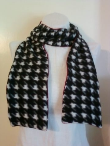 Scarf_houndstooth_large