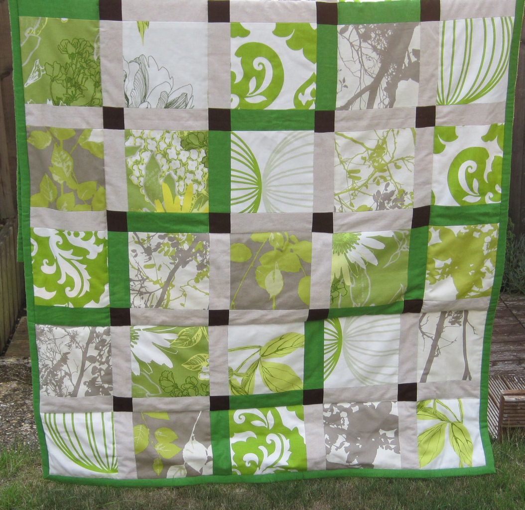 Green patchwork quilt living room sewing projects for Living room quilt
