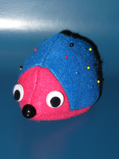 Hedgehog_pincushion_004a_large