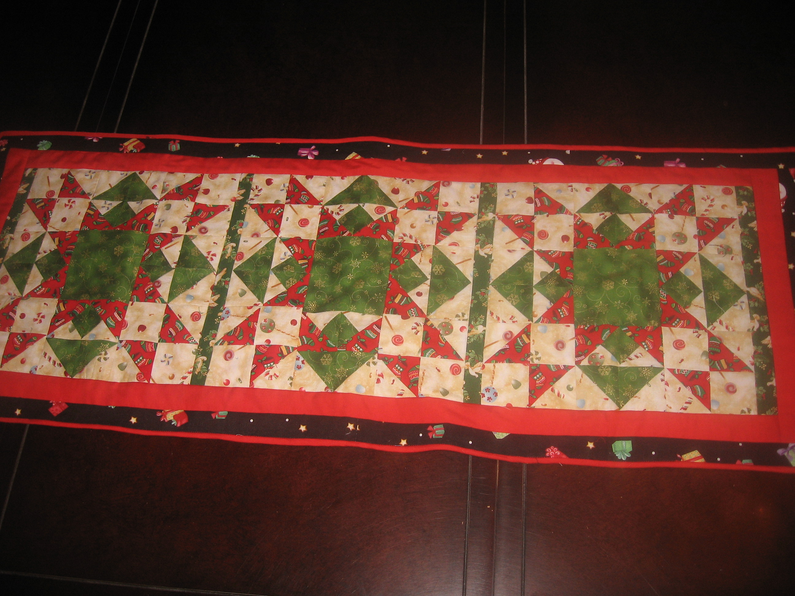 9 Christmas quilted table runners – Sewing Projects