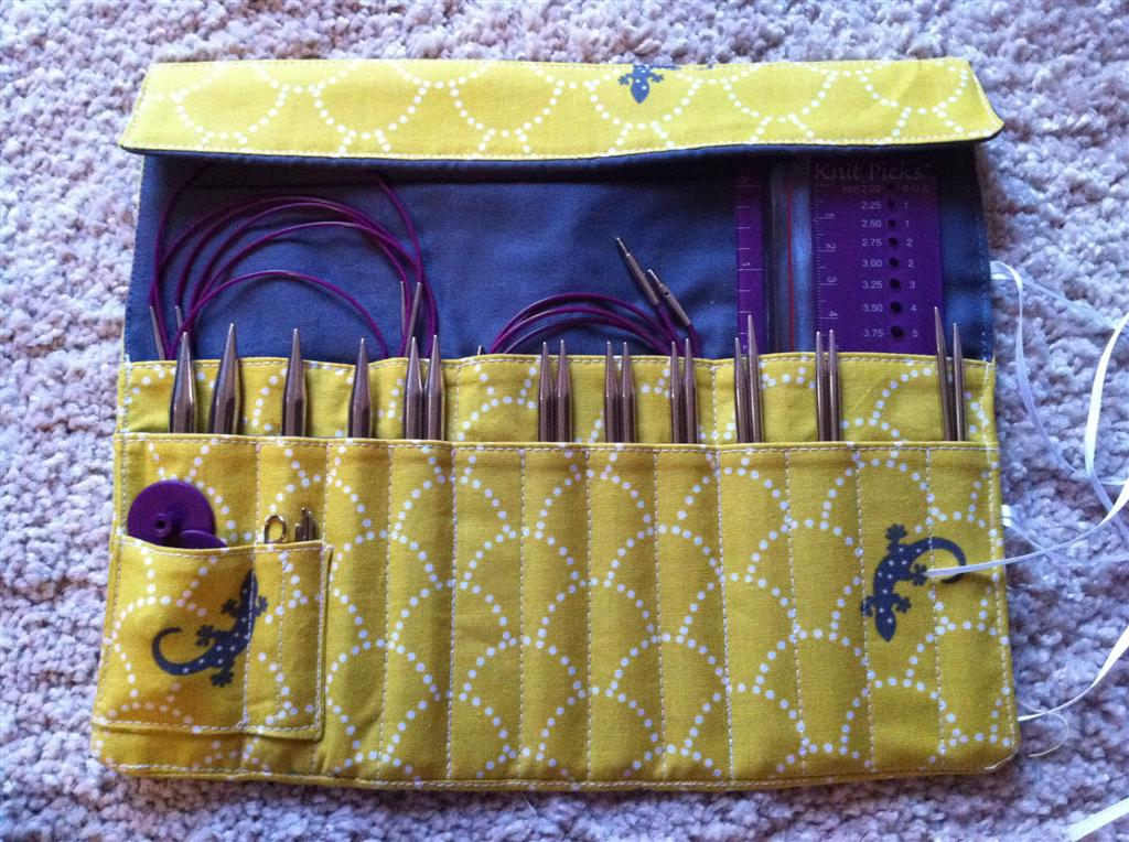 Knitting Needle Roll Pattern : Knitting needle and crochet hook rolls   Sewing Projects BurdaStyle.com