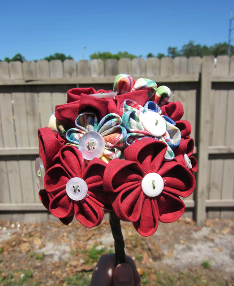 Red_flower_bouquet_in_your_hand_large