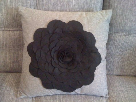 Black_felt_cushion_large