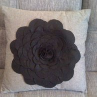 Black_felt_cushion_listing