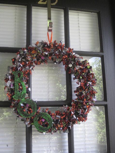 Halloween_rag_wreath_2011_large