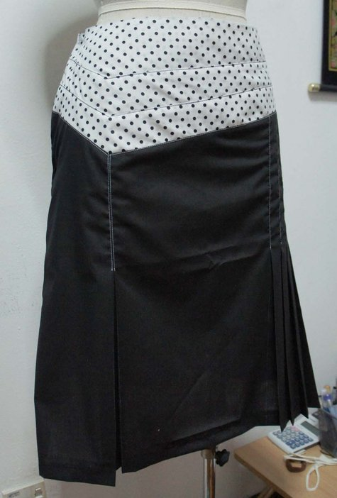 3_panel_yoke_pleated_skirt_4_small_large