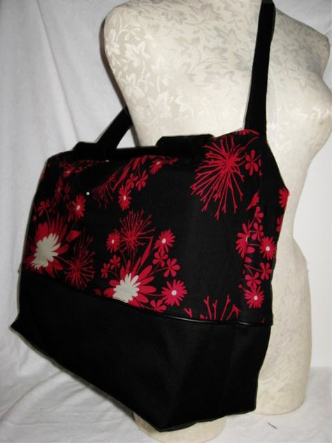 Blackredfloral_largetote_side_large