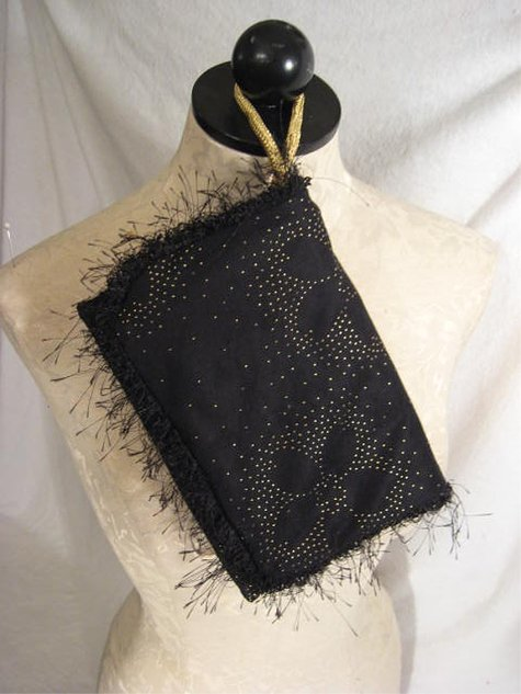 Black_golddotflower_rvclutch_outside_large