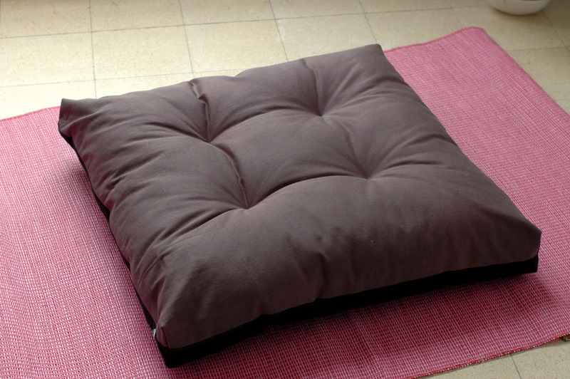 zabuton: large square floor pillow for zazen (zen meditation) ? Sewing Projects BurdaStyle.com