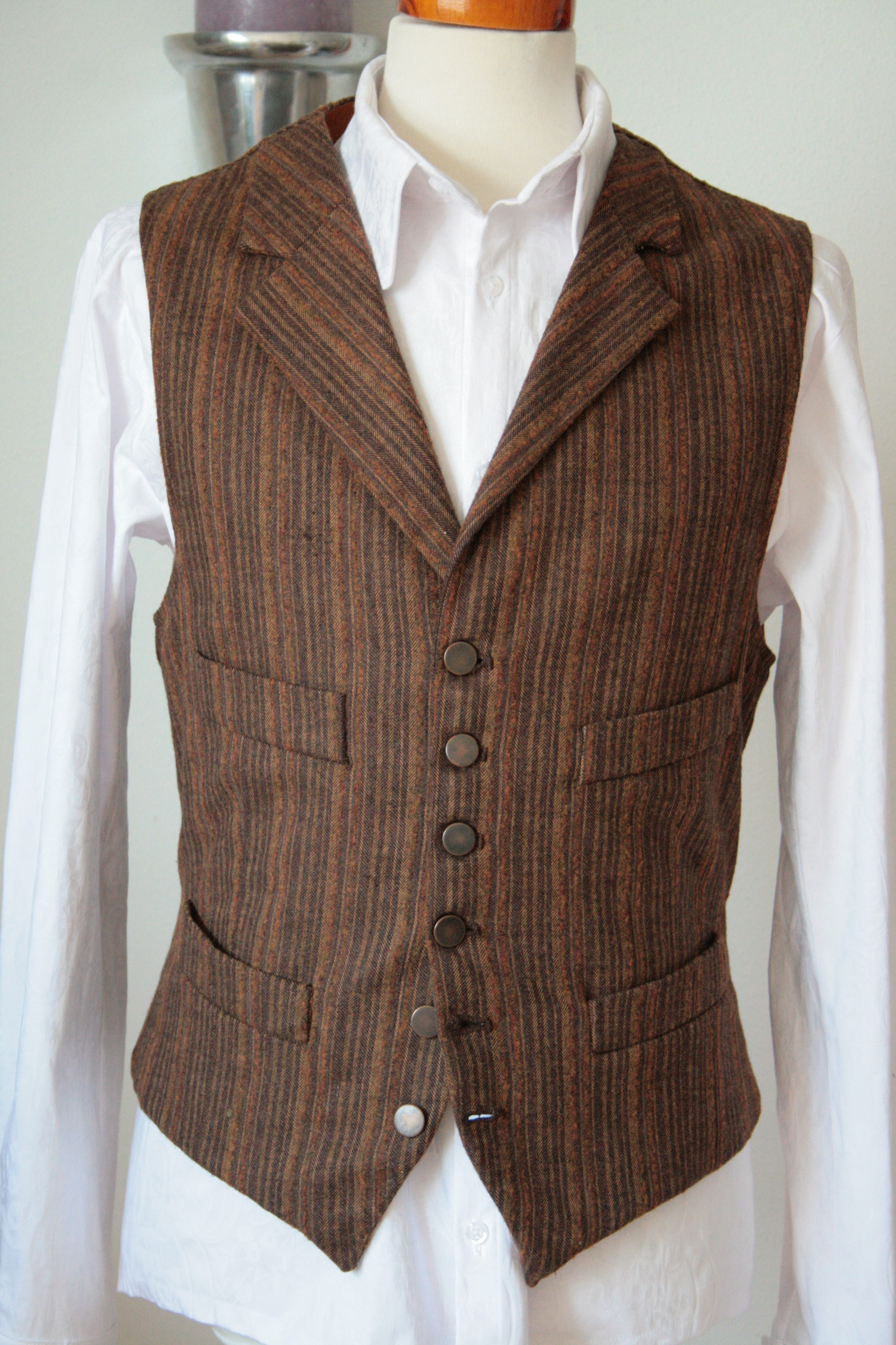 This patterned jacquard waistcoat is cut with a five button front Epoint EGE1B Exporters Waistcoat Paisley Microfiber Vest Pre-Tied Bow Tie by. by Epoint. $ - $ $ 14 $ 24 99 Prime. FREE Shipping on eligible orders. Some sizes/colors are Prime eligible. 4 out of 5 stars
