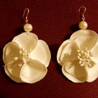 White_flower_earrings_listing