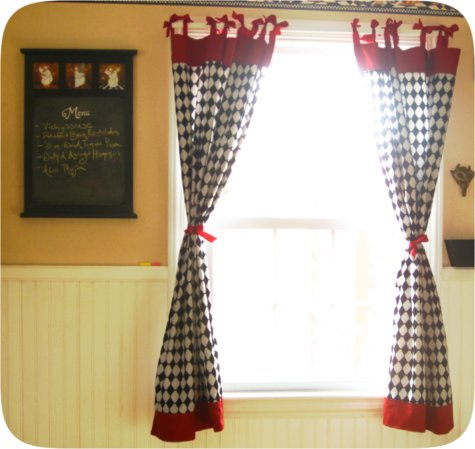 Freetutorial_retrobowcheckeredcurtains_large