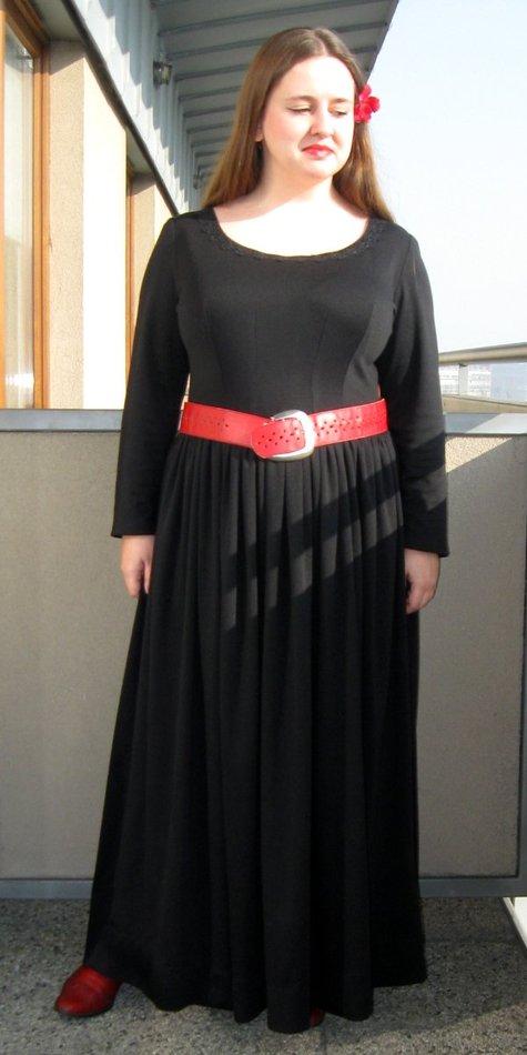 Elfka_pierwsza_uszyta_sukienka1_large