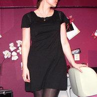 Zwart-jurkje-aan-voor_listing