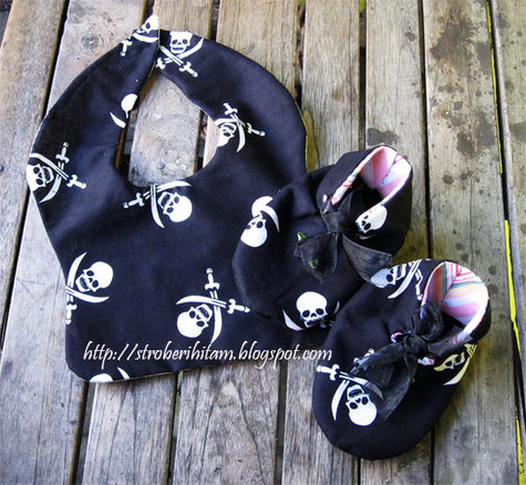 Babybib-pirate_large