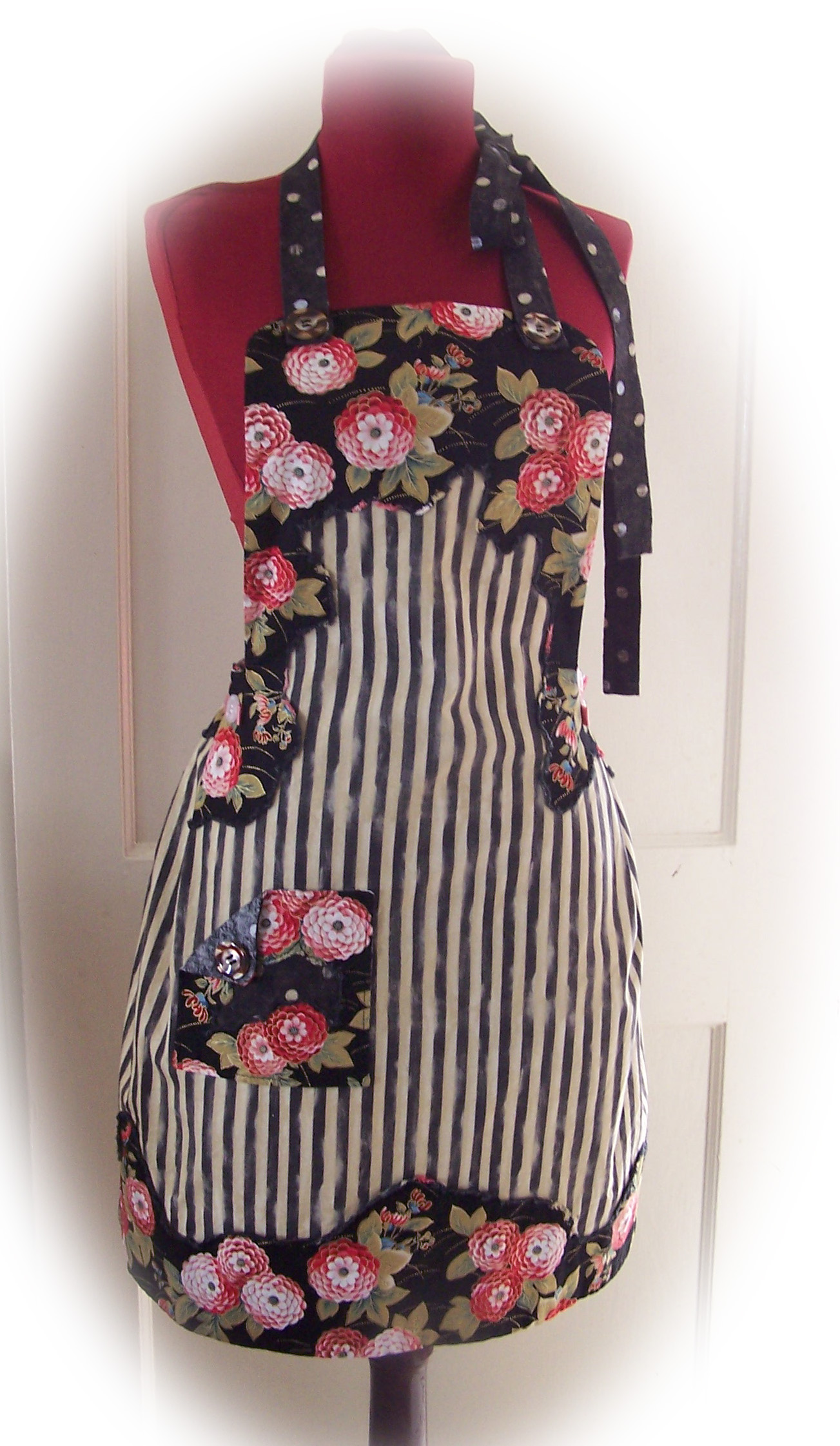 Vintagemodern design challenge flour garden apron sewing projects for Apron designs and kitchen apron styles