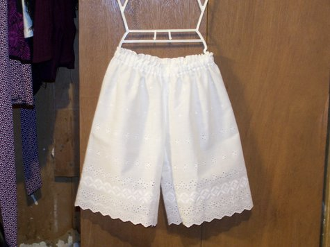 Eyelet_bloomers_001_large