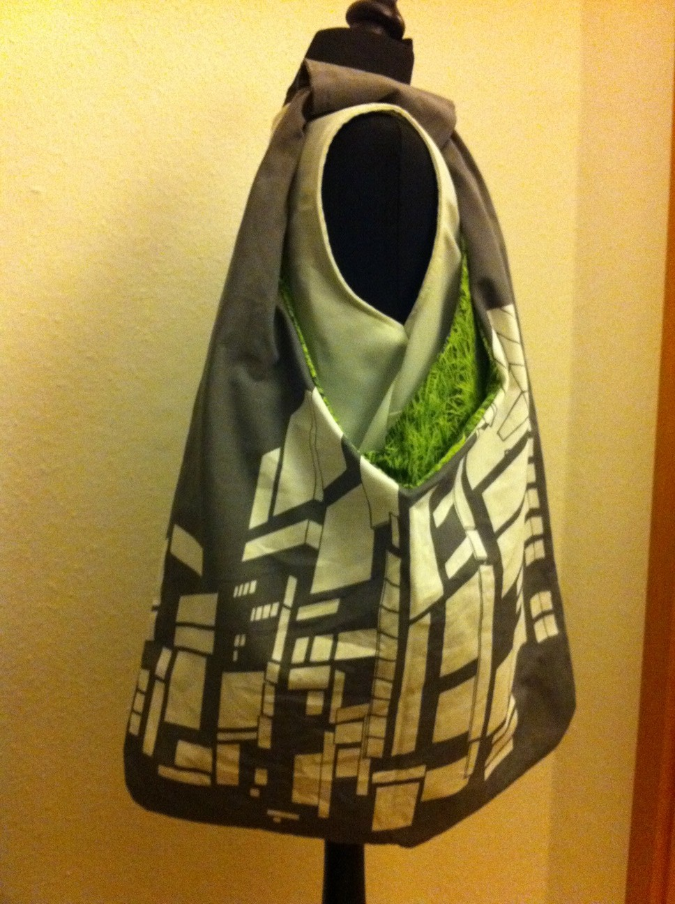 NYC Bag + green gras - reversible sling bag - Sewing Projects ...