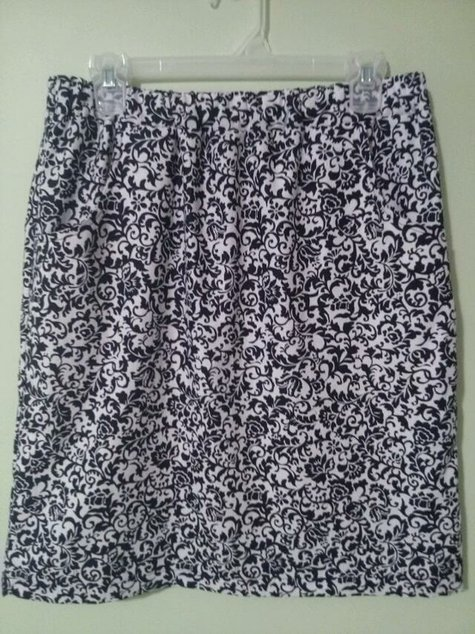 New_skirt_in_black_and_white_large
