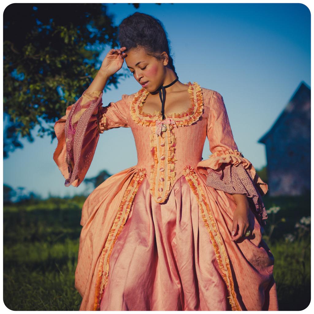 Robe A La Polonaise: Robe à L'anglaise
