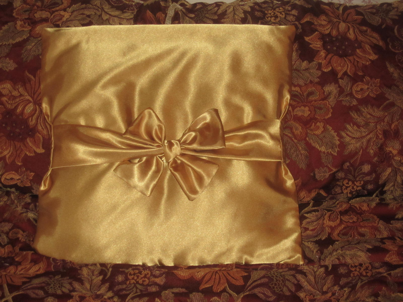 How To Make A Bow Pillow ? Sewing Projects BurdaStyle.com