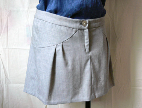 Beige_skirt_close_large