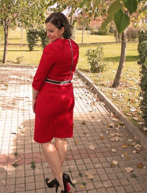 Red_dress_back_large