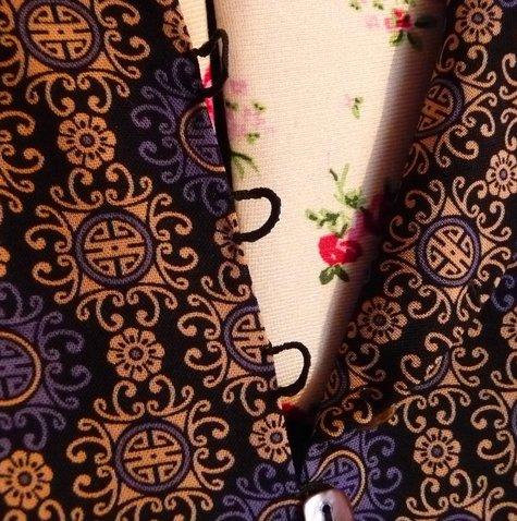Gathered_dress_fastening_large